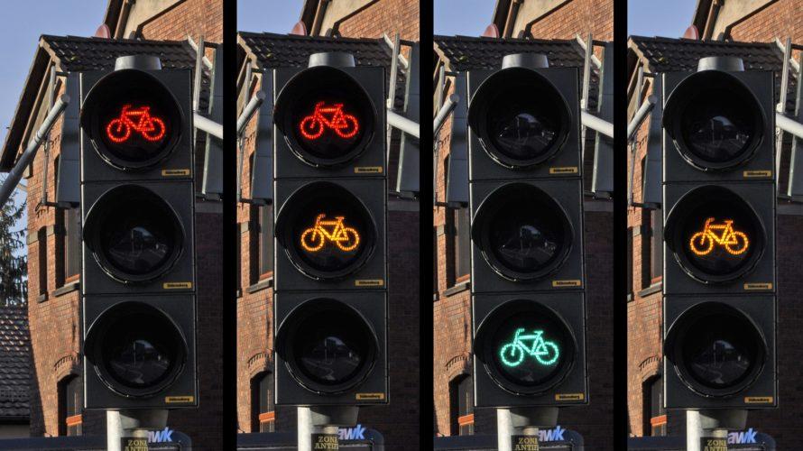 青信号は緑信号?